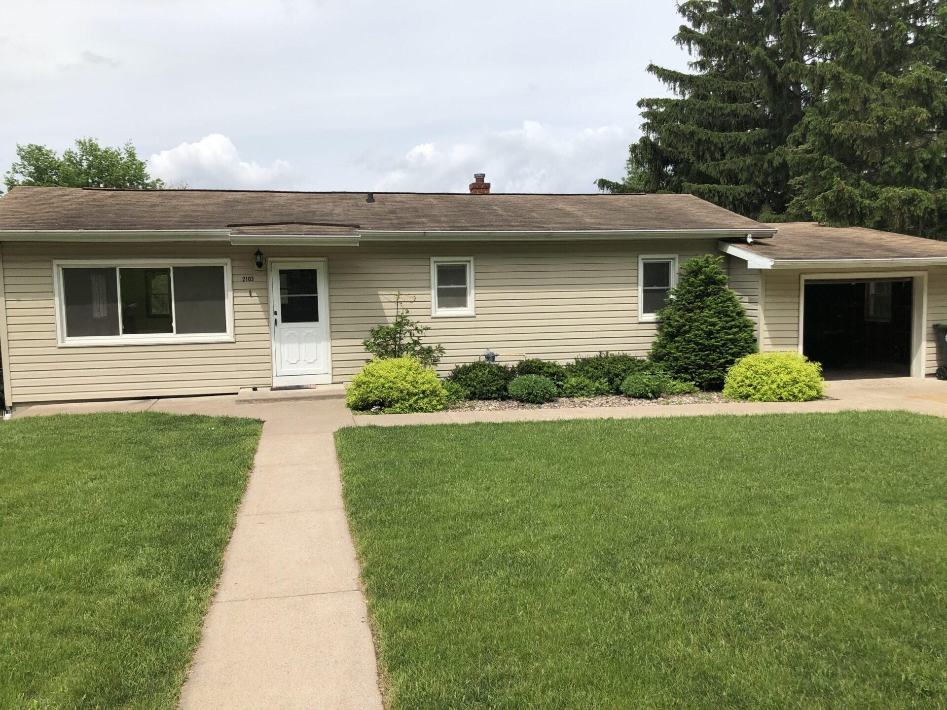 2103A Sunset Ln.  La Crosse WI 54601